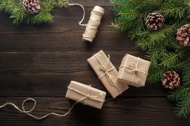 Подарки коричневые со строкой и выпадении строки