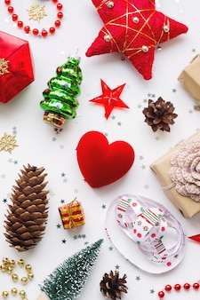 Gifts in craft paper, pine cones, red hearts and confetti.