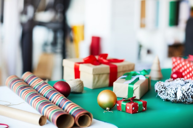 테이블에 크리스마스 선물