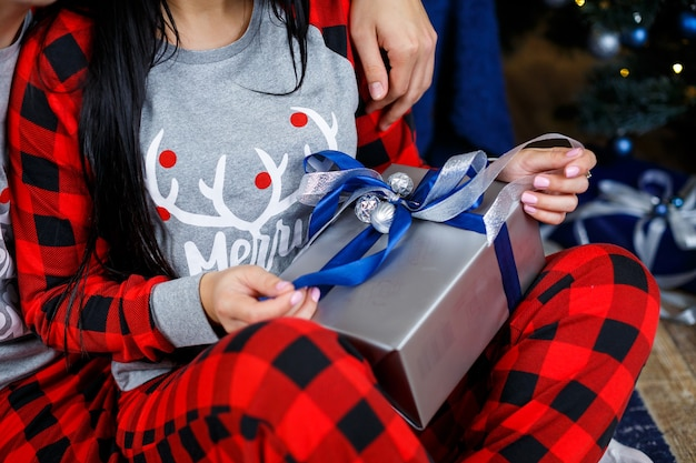 ギフト、ギフトラッピング、お辞儀ボックス、クリスマスボックス、手