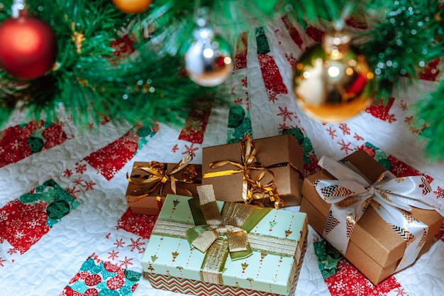 クリスマスツリーの下の贈り物