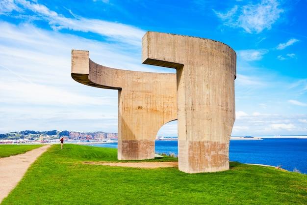 スペイン、ヒホン-2017年9月25日:地平線への賛辞またはelogio del horizonte記念碑は、スペイン、アストゥリアスのヒホンの最も有名なシンボルの1つです。