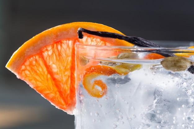 Gin tonic cocktail macro