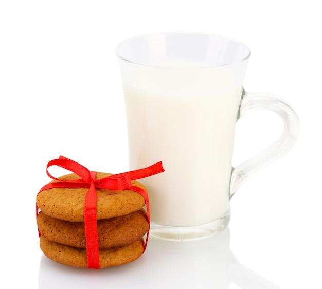 절연 유리에 생강 쿠키와 우유