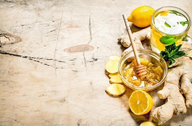 ミントとレモンのジンジャーティー。