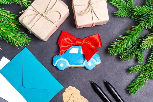 ジンジャーブレッド車、クリスマスギフトのコンセプト