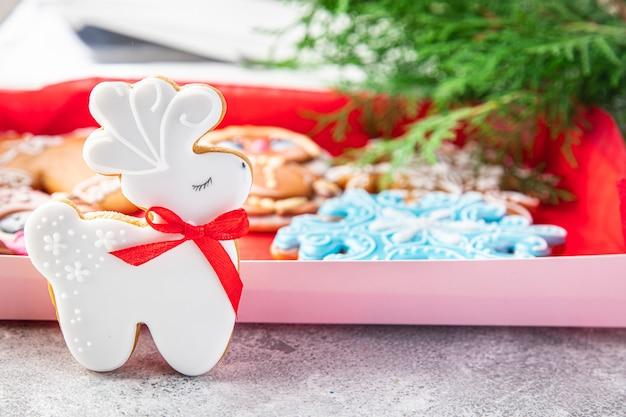 Имбирный пряник рождественская открытка новый год домашнее красивая выпечка сладкий десерт домашний