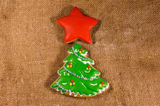 ジンジャーブレッドのクリスマスツリーと荒布の星。上面図