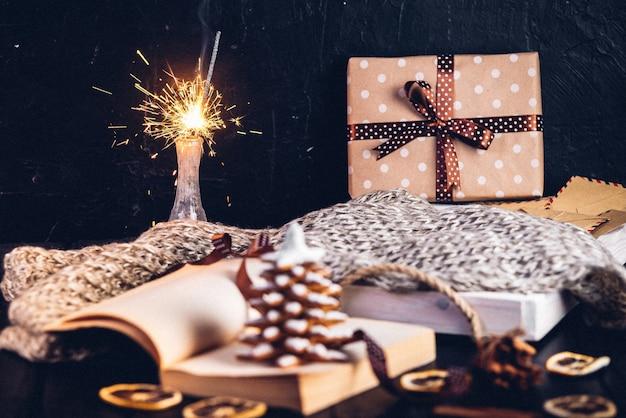 Пряники новогоднее печенье, открытая книга с надписью на странице январь