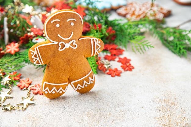 ジンジャーブレッドクッキークリスマス甘いデザートギフト新年自家製ペストリービスケット食品の背景