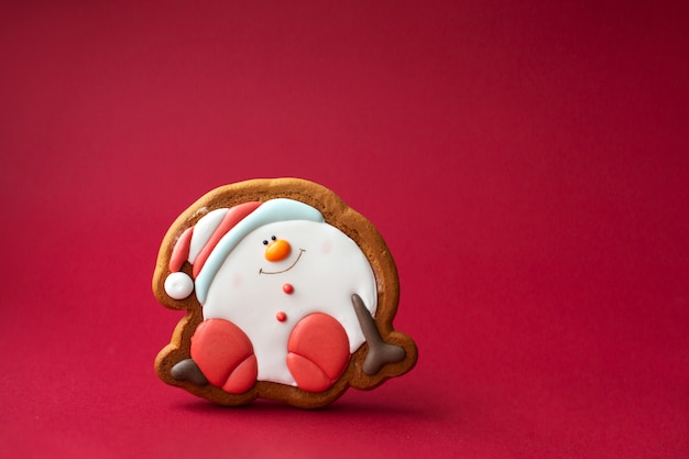Gingerbread cookie of round snowman on red