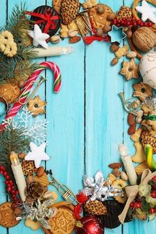 ジンジャーブレッドクッキー、キャンディー、おもちゃ
