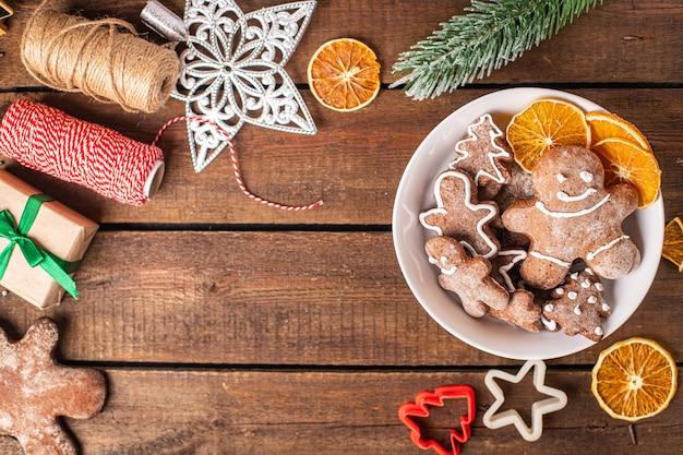 ジンジャーブレッドクッキークリスマススイーツ新年は甘いデザートジンジャーブレッドマンシナモンジンジャーを扱います