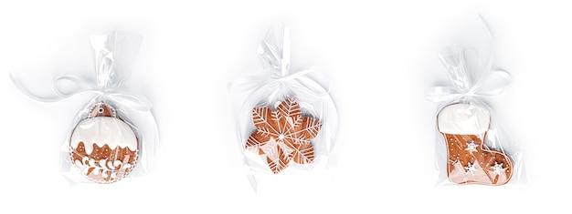 白で隔離のジンジャーブレッドクッキー。