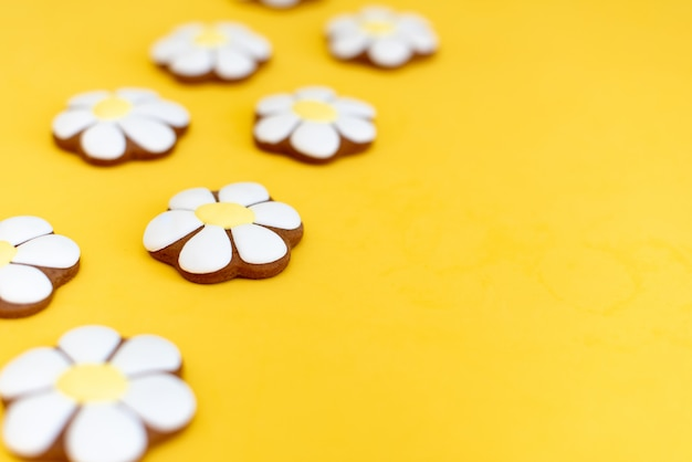 Gingerbread in the form of daisies on yellow