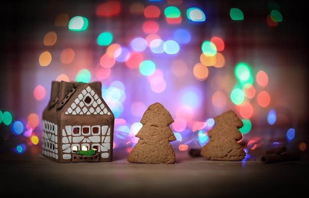 ジンジャーブレッドハウスとクッキーはお祭りの背景です