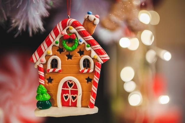 Украшение пряничного домика на рождество