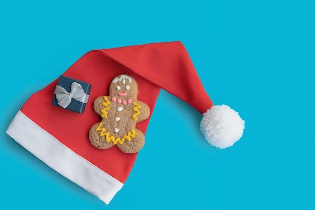 남자와 빨간 산타 클로스 모자 모양의 진저