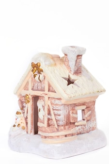雪だるまとジンジャーブレッドの冬の家。