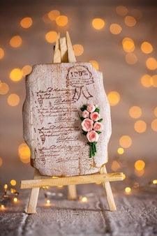 Gingerbread with a bouquet of roses