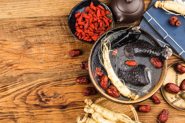 薬としてのジンセンと黒チキンスープチキンスープ食品