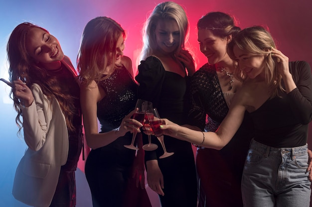 Подружки на вечеринках