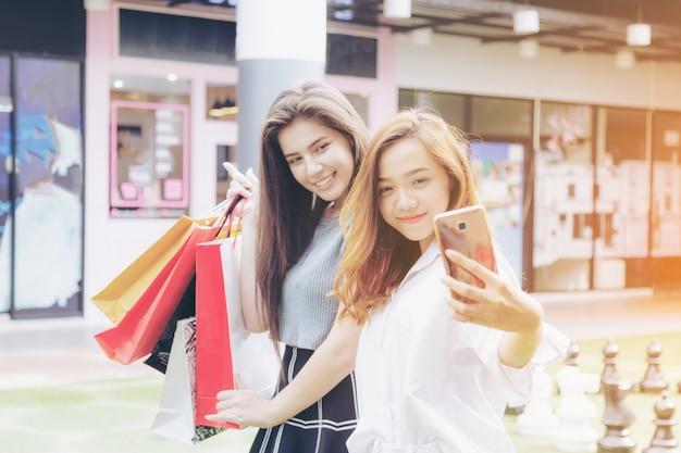 Девушка и друг