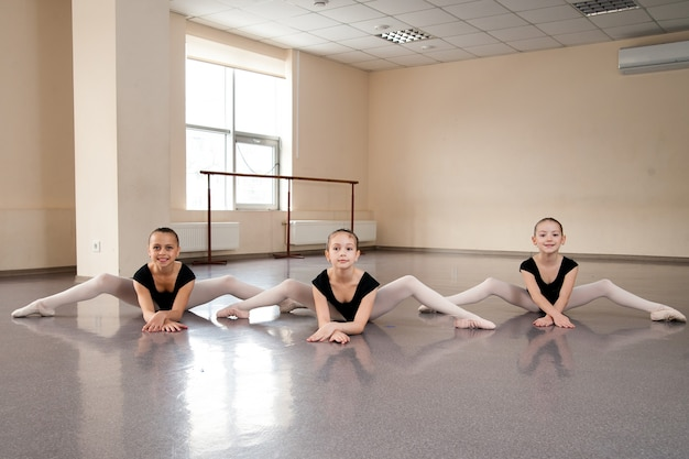 Девушка в балетном классе
