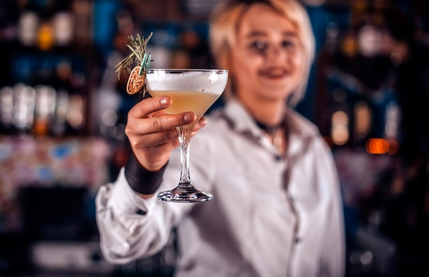 Girl bartender concocts a cocktail on the beerhall Premium Photo