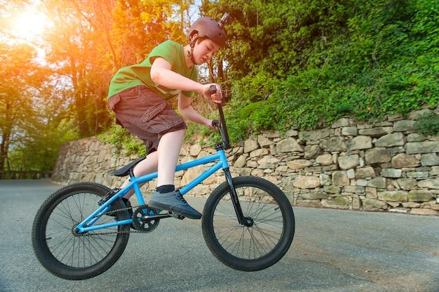 Девушка велосипед bmx