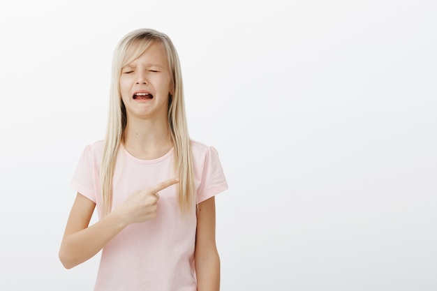 Girl crying and complaining pointing right