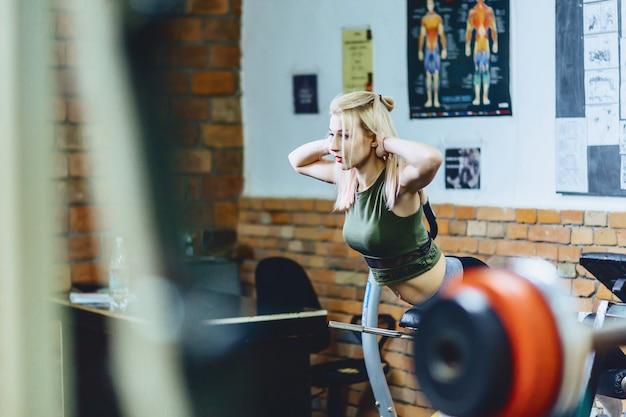 Girl doing hyperesthesia at gym