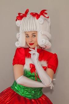 산타 옷을 입은 소녀