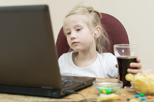 Girl in front of computer screen.