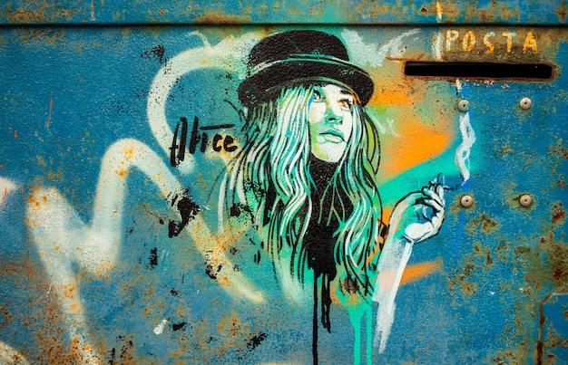 Girl, graffiti