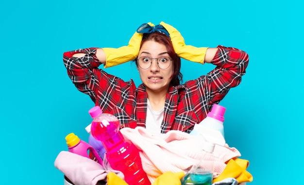 服を洗う女の子の家政婦