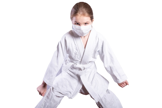 着物柔道の女の子。強さを示します。白い背景で隔離。高品質の写真