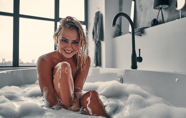 バスルームの女の子