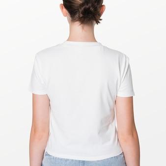 白いtシャツの若者のアパレル撮影の女の子