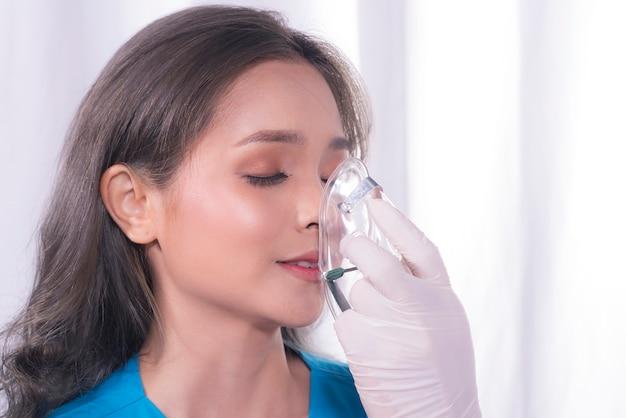Girl is wearing oxygen mask