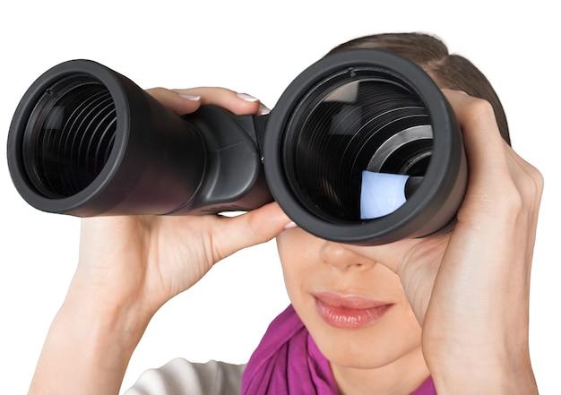 白で隔離の双眼鏡を探している女の子