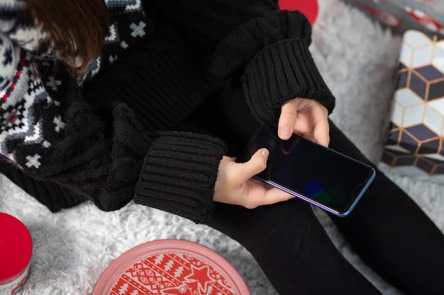 여자 아이 게 크리스마스 쇼핑 온라인 스마트 폰