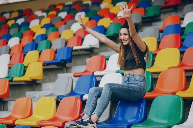 Девушка на стадионе