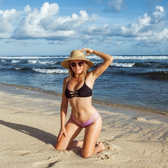 Девушка на пляжной площади