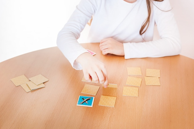 Girl playing a game, mental skill, memorization, board game, play during the holidays, recreation, isolation, time with benefits, develop the mind