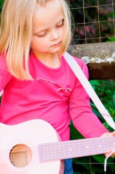 女の子、ギター、クローズアップ