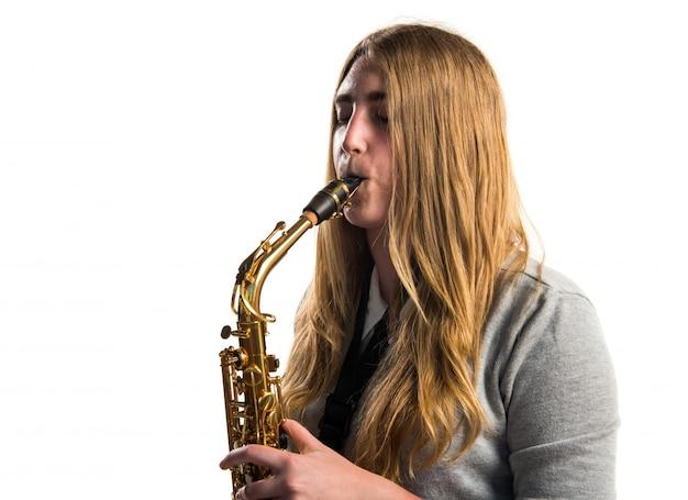 여자는 색소폰 연주
