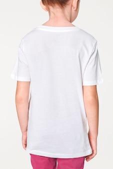 소녀의 캐주얼 흰색 티셔츠