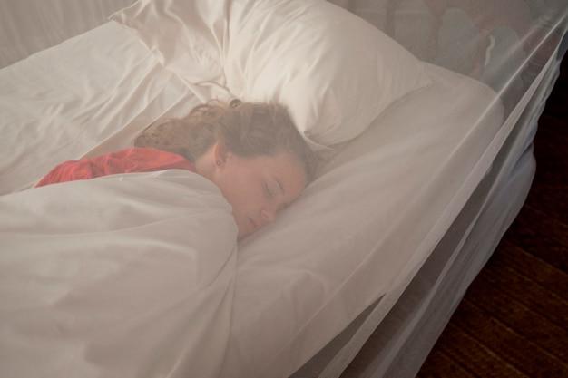 マンダベイリゾートで眠っている女の子