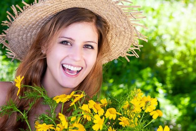 봄 날에 행복 한 미소 소녀